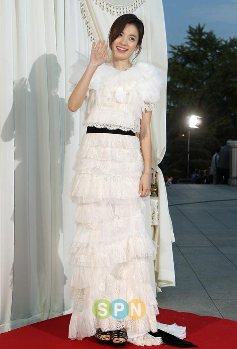 http://kdramachoa.com/wp-content/uploads/2011/05/20110526-Han-Hyo-Joo.jpg