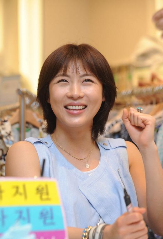 http://kdramachoa.com/wp-content/uploads/2011/06/20110613-Ha-Ji-Won.jpg