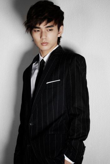 http://kdramachoa.com/wp-content/uploads/2012/04/20120428-Yoo-Seung-Ho.jpg