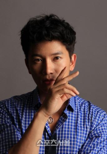 http://kdramachoa.com/wp-content/uploads/2012/09/20120912-Ji-Sung.jpg