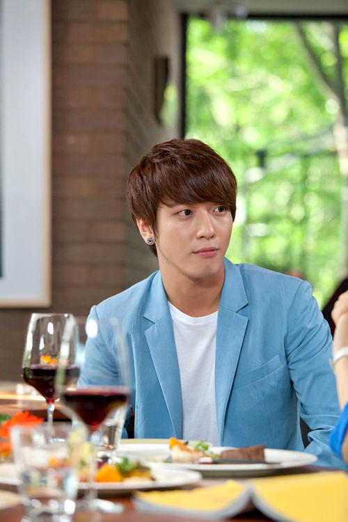"""Yong Hwa Confirmed Joining Park Shin Hye and Lee Min Ho on """"Heirs"""