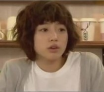 Leader Of T-Ara in the Coffee House